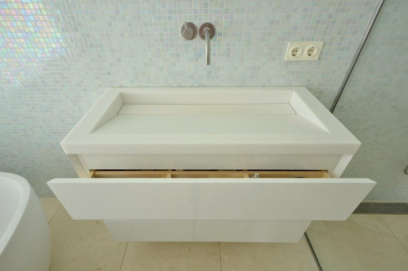 Solid Surface Badkamer : Wat is solid surface? solid surface in de badkamer wastafel op maat