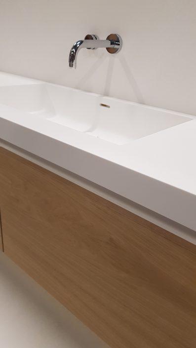 Maatwerk wastafel met Eiken meubel